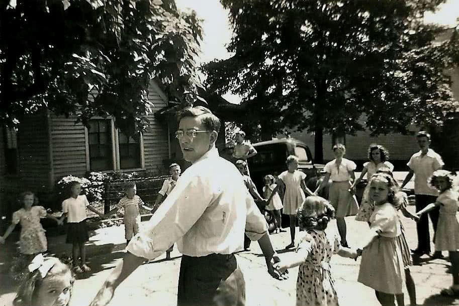Paul T. Yoder with children at Knoxville Mennonite Mission, Tenn., late 1940s. Conrad Baer photo